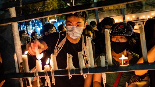 Una vigilia que se celebra anualmente para recordar la masacre de Tiananmen fue uno de los eventos prohibidos por las autoridades para combatir la pandemia. Aun así un grupo se reunió.