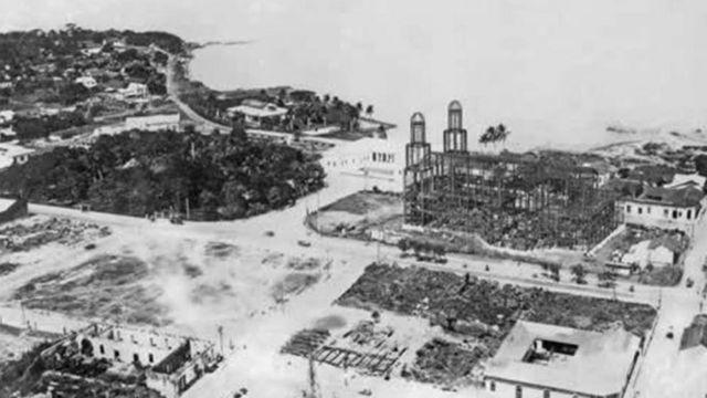 La estructura de hierro de la catedral de Managua luego del sismo de 1931.