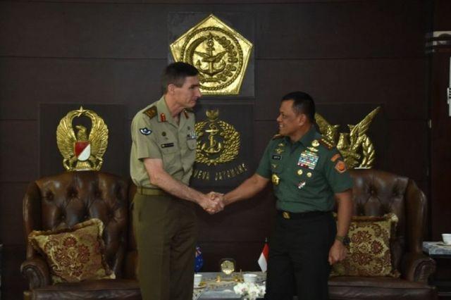 Lieutenant General Angus Campbell shakes hands with General Gatot Nurmantyo in Jakarta