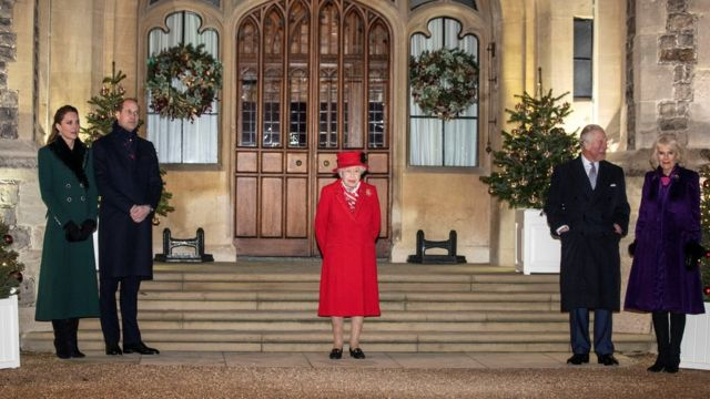 Los duques de Cambridge, la reina Isabel y el príncipe Carlos y Camilla