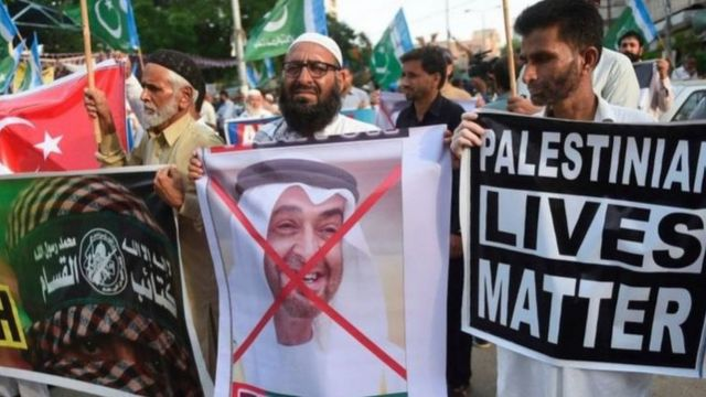 ইজরায়েলকে আরব আমিরাতের স্বীকৃতি দেওয়ার প্রতিবাদে পাকিস্তানে বিক্ষোভ