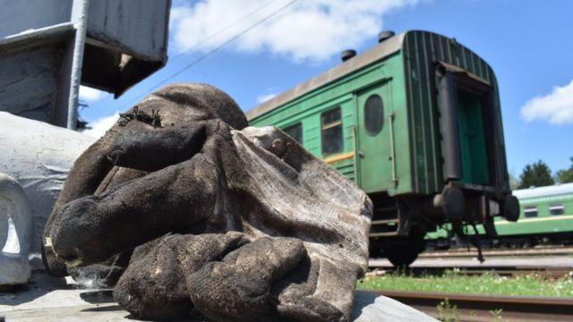 Темир жол аркылуу миңдеген кишилер сапарга чыгып, миллиондогон тонна жүктөр келип турат.