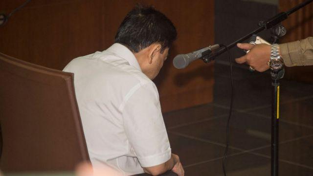 Setya Novanto saat hadir di sidang pertamanya, 13 Desember 2017 lalu.