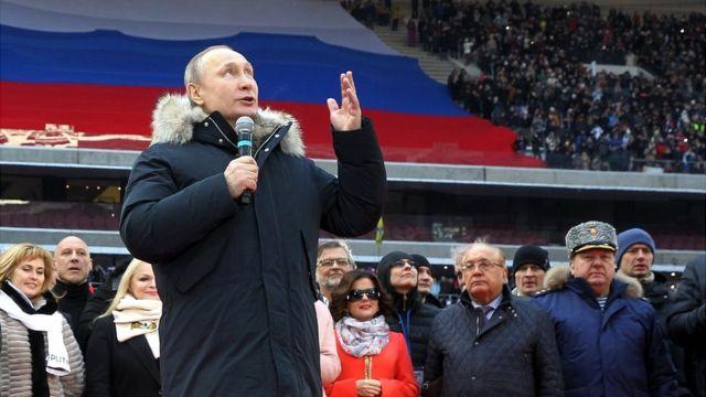 Rais wa Urusi Vladimir Putin akizungumza wakati wa kampeni Machi 2018