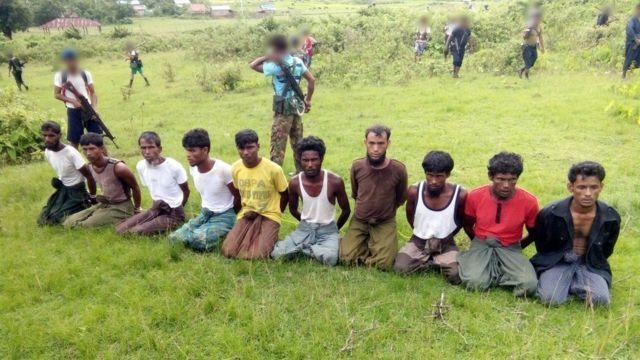 ده مرد که قصد فرار داشتند به وسیله نظامیان و روستاییان بودایی کشته شدند