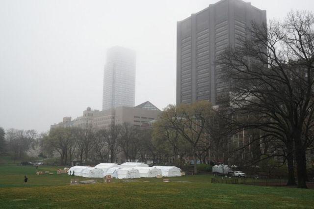 Un hospital de campaña fue instalado en el Central Park de Nueva York.