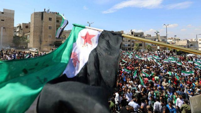تظاهرات کنندگان در ادلب امروز پس از نمازجمعه تظاهرات کردند و خواستار مداخله سازمان ملل شدند