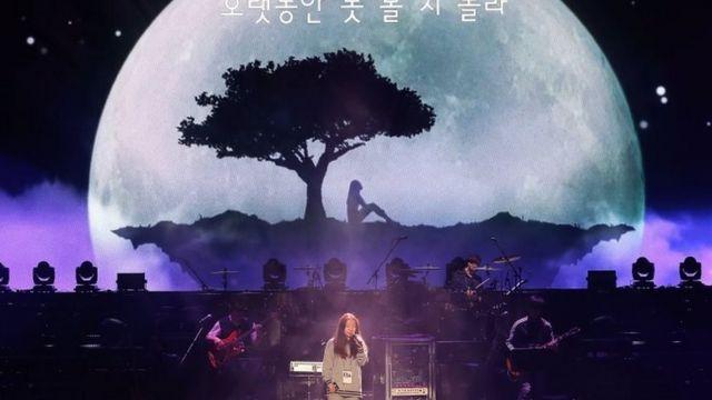 Jung-In cantando