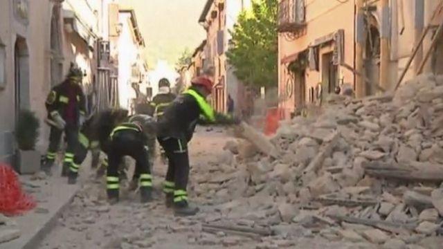 नोरचा शहर में आपातकालीन सेवा राहत और बचाव के कार्यों में लगी हैं.