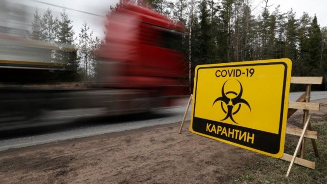 Знак на въезде в Первомайское (Ленинградская область)
