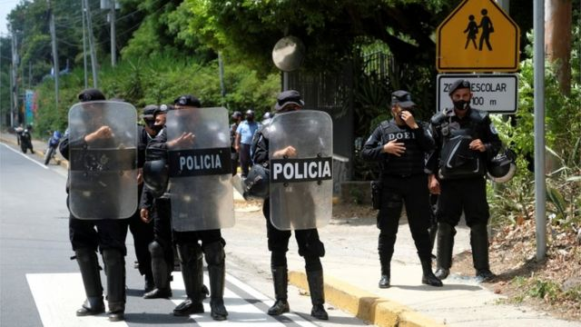 On Wednesday, the police raided and blocked access to Cristiana Chamorro's home.