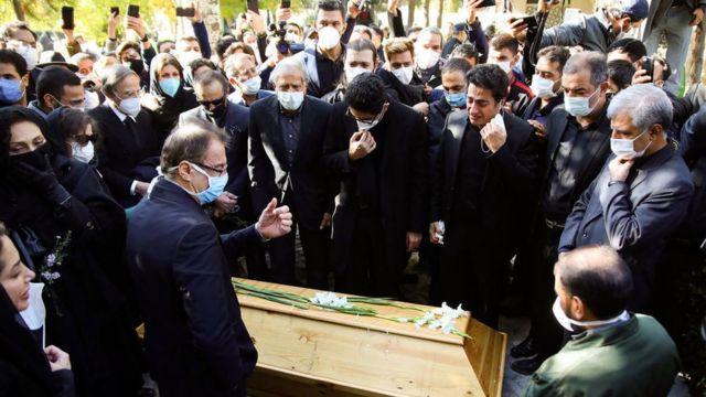 خانواده و اشخاص نزدیک به خانواده شجریان در آخرین خداحافظی