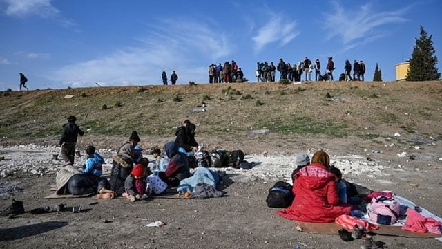 Sınırda göçmenler