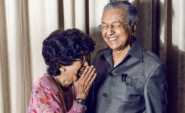 Mahathir Mohamad dan istrinya Dr Siti Hasmah