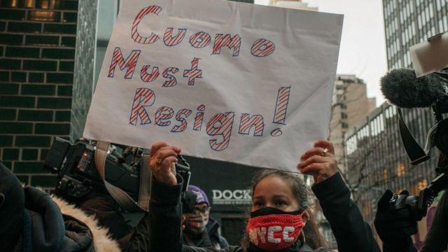 митинг с требованием отставки Куомо