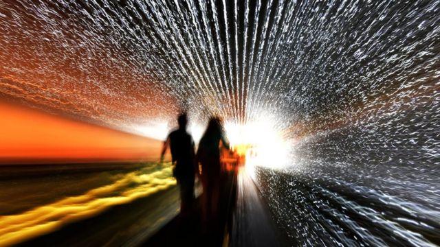 Montaje de dos personas envueltas en estrellas.