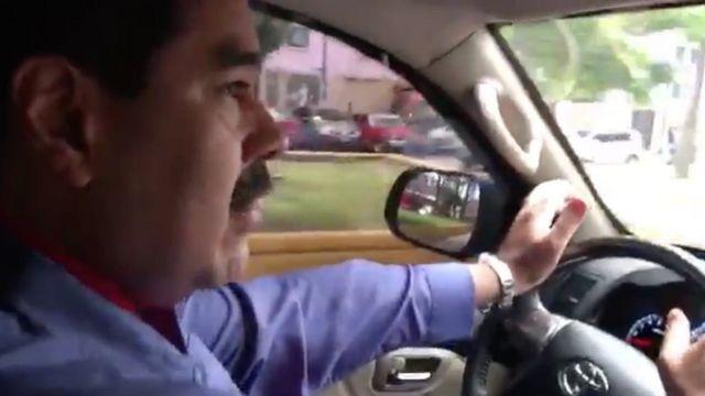 Nicolás Maduro al volante