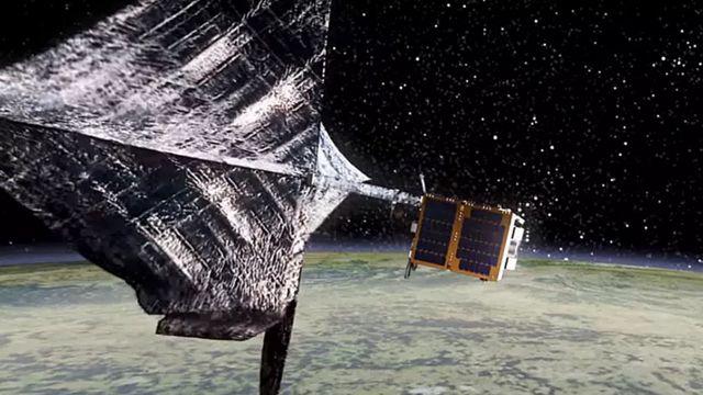 Космический парус для ловли мусора