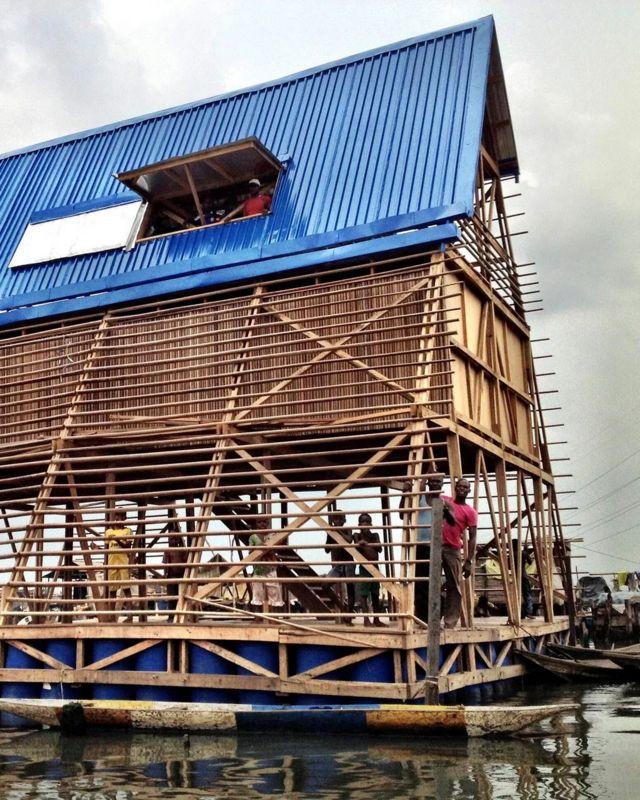 L'école flottante de Makoko était un prototype de conception de bâtiment flottant originaire du district de Makoko à Lagos