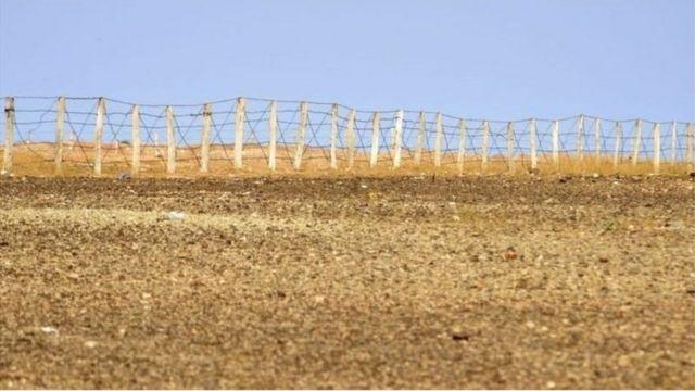 السياج المغربي في منطقة الكركرات التي فجرت أزمة بين المغرب وجبهة البوليساريو