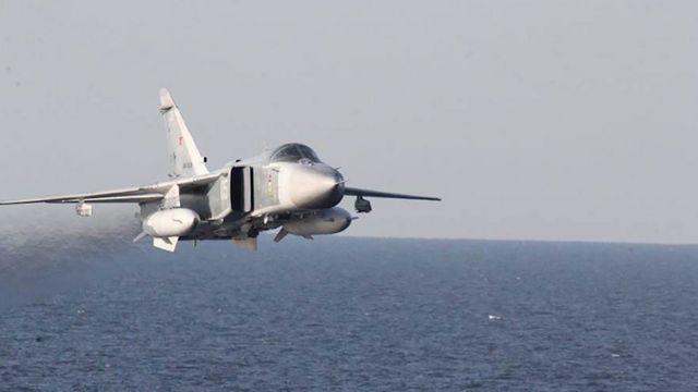 """В апреле Пентагон обнародовал фотографии и видеозаписи, на которых зафиксировано, как российские Су-24 """"агрессивно"""" пролетают на малой высоте вблизи от американского эсминца Donald Cook в Балтийском море"""