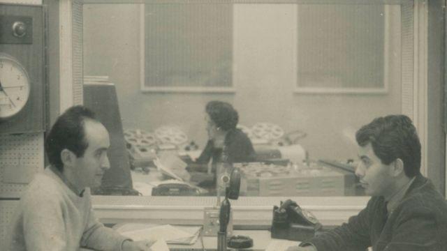 Vladimir Herzog e Fernando Pacheco Jordão em transmissão da BBC, em 1965