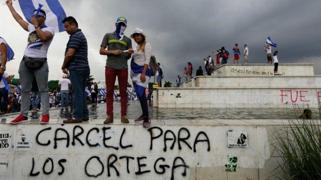 """Managua'da """"Ortegalara hapis"""" yazılaması"""