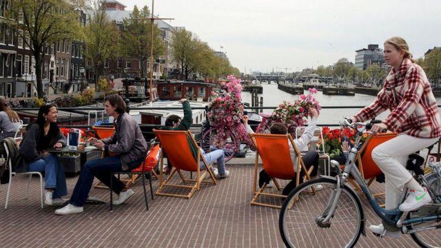 Hollanda Haziran ayında açılma süreci başlattı ama bir kaç hafta sonra geri adım atmak zorunda kaldı