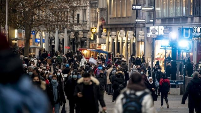 روز سه شنبه در مونیخ مردم هنوز در خیابان ها بودند
