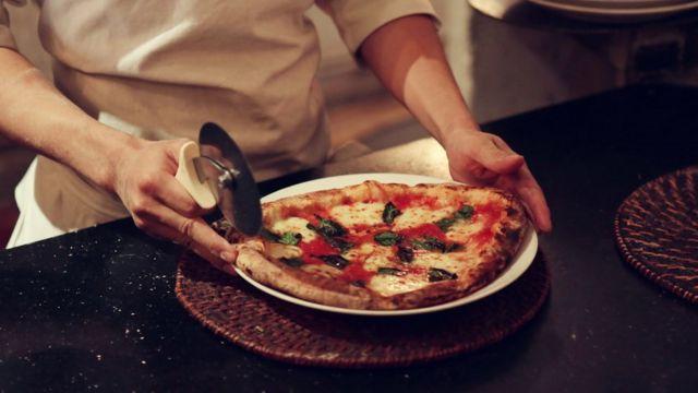 Pizza 4Psはより伝統的なイタリアンピザも販売している