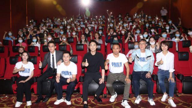 Estreia do filme 'Chinese Doctors', um tributo à fundação do Partido Comunista chinês; autoridades têm aumentado cerco à indústria do entretenimento