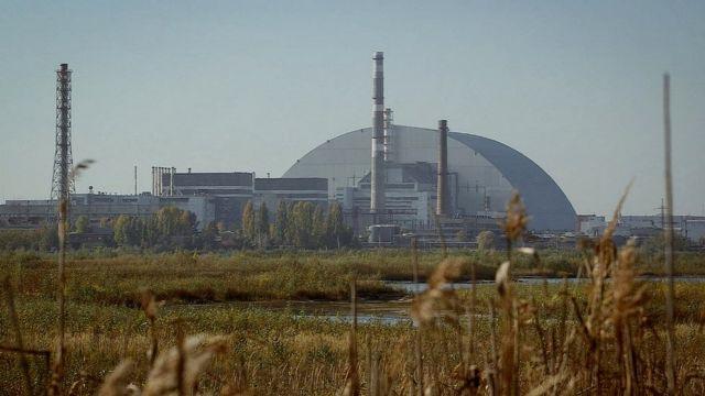 портлаш юз берган тўртинчи реактор усти улкан пўлат ҳимоялагич билан ёпиб қўйилган.