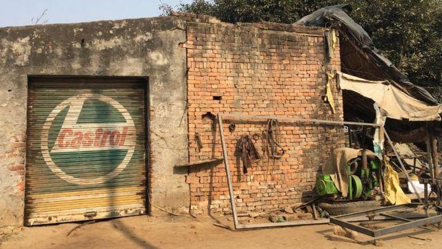 सईद और रईस की वेल्डिंग शॉप