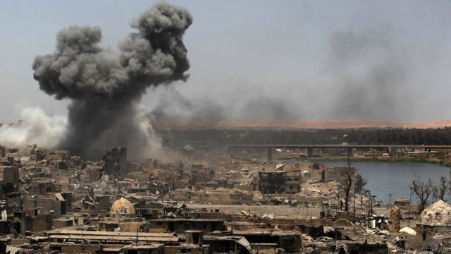 Smoke rises from Mosul following a US-led coalition air strike (9 July 2017)