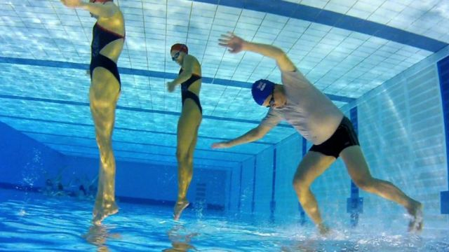 mike bushell tries out synchronised swimming bbc news