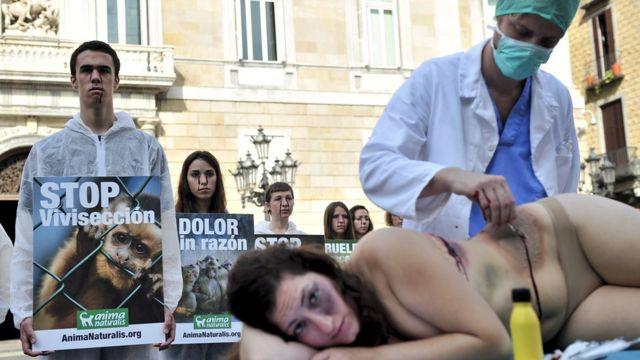 Protesta de defensores de animales.