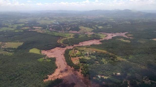 Lama ba barragem da Vale em Brumadinho