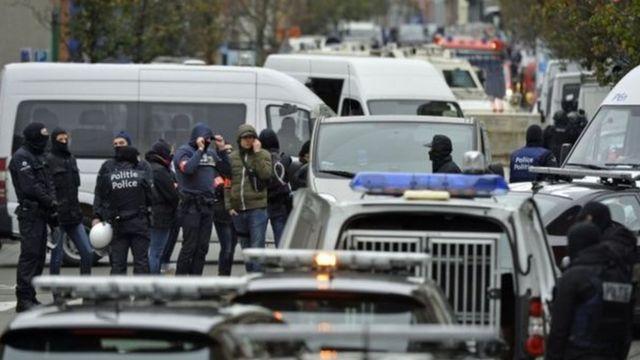 イスラム過激主義の拠点とされるブリュッセルのモレンベーク地区をベルギー警察が捜索