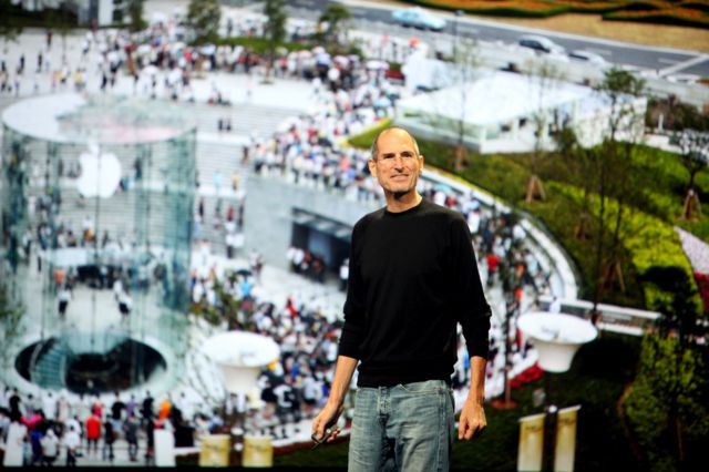 Apple'ın ürün tanıtımları Steve Jobs'un şovmenliğini gösterdiği sahnelere dönüşmüştü