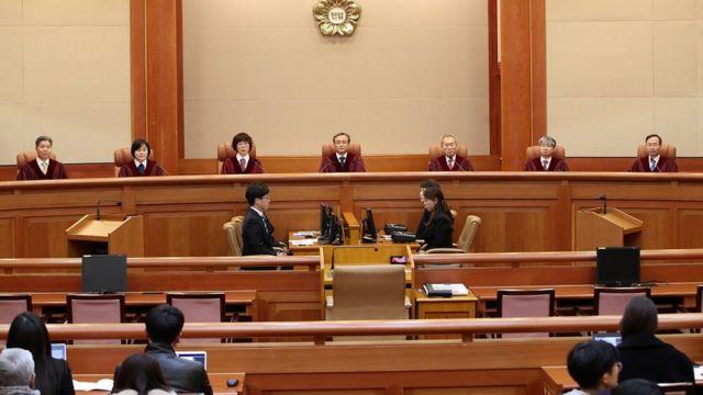 유남석 헌법재판소장과 재판관들이 27일 오후 서울 종로구 재동 헌법재판소 대심판정에 자리하고 있다