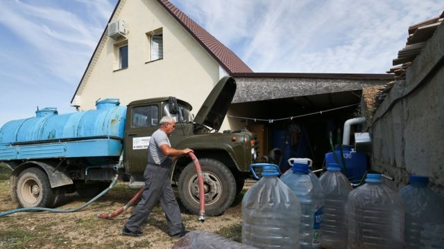 В села Симферопольского района воду доставляют на водовозах
