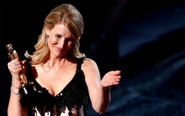 Laura Dern acepatando el Oscar