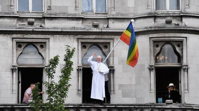 Протесты против визита папы