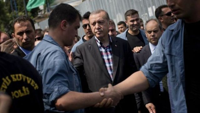 Prezida wa Turkia Reccep Tayip Erdogan ahagaze hagati
