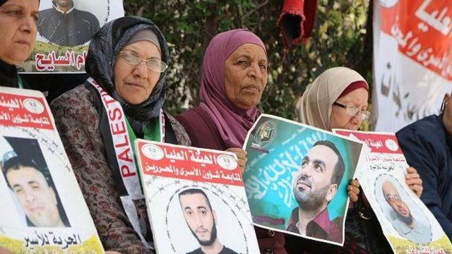 فلسطينيون ينظمون تظاهرة للتضامن مع المعتقلين بالسجون الإسرائيلية