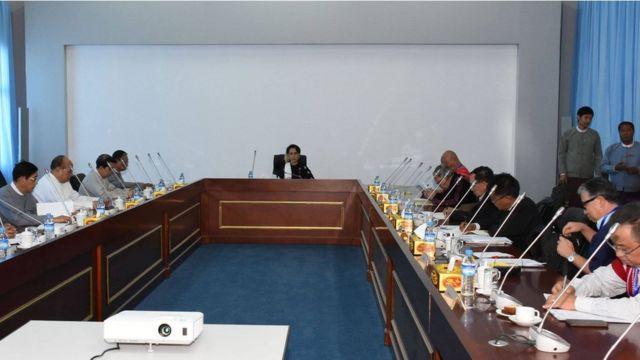 Daw Aung San Suu Kyi meets ethnic leaders