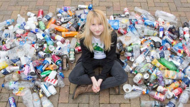 Nadia Sparkes dan sampah yang dikumpulkannya