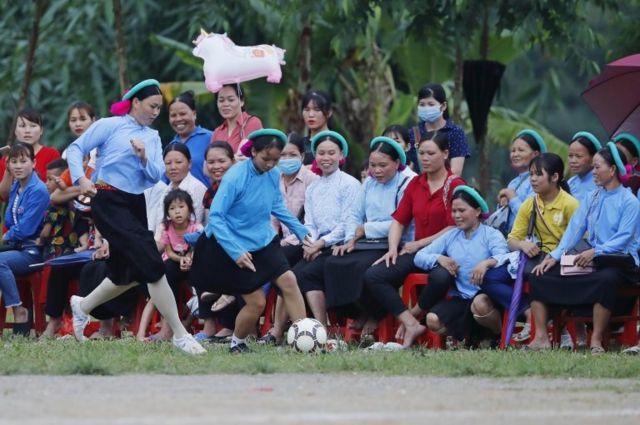 Người Việt hướng về tương lai