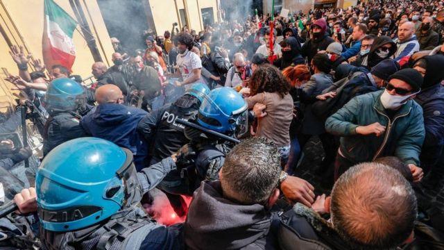 احتجاجات مناهضة للإغلاق في روما.