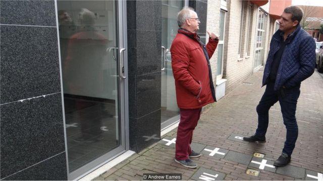 Kees de Hoon e suas duas portas